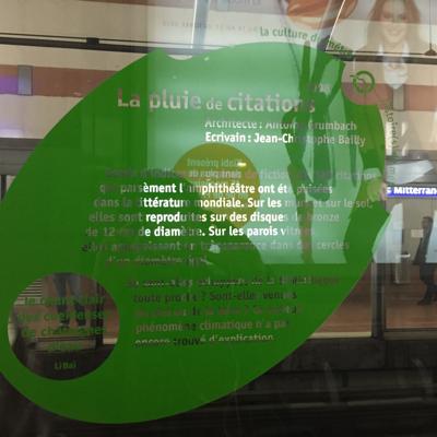 Affiche illisible dans le métro